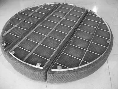 A three-part demister pad with round and flat bar grating is made of stainless steel material.